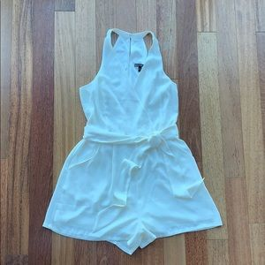 Express sleeveless romper size 4